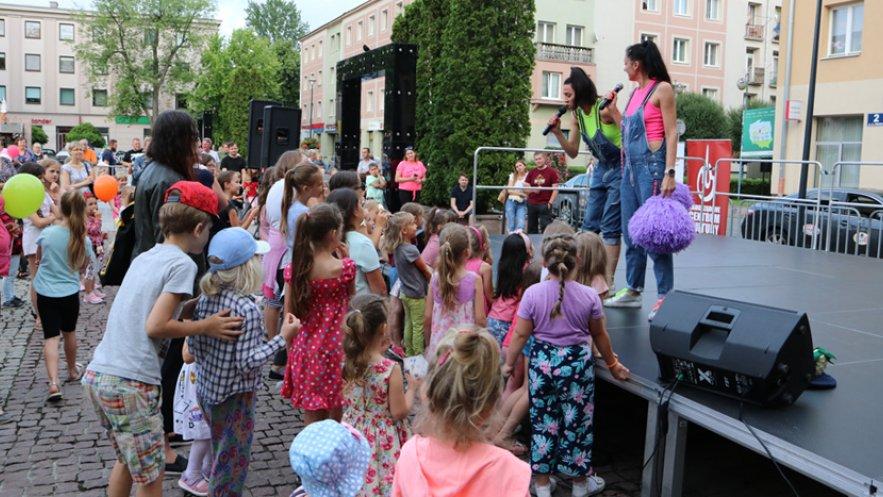 "Miejski dzień dziecka - koncert ""Sióstr Wajs & Stonoga"" na Placu AK"