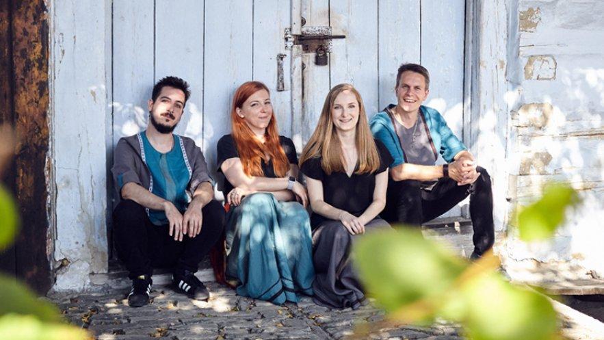 Na zdjęciu zespół Sarama