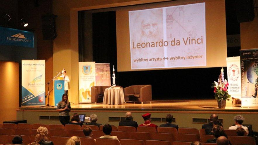 Na zdjęciu inauguracja roku akademickiego Mieleckiego Uniwersytetu Dziecięcego i Młodzieżowej Akademii Umiejętności Technicznych Leonardo